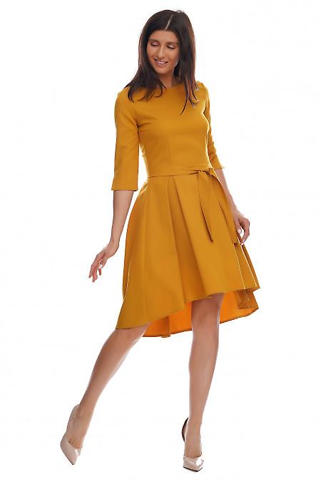 Купить платье горчичное с несимметричной юбкой. Деловая женская одежда фото