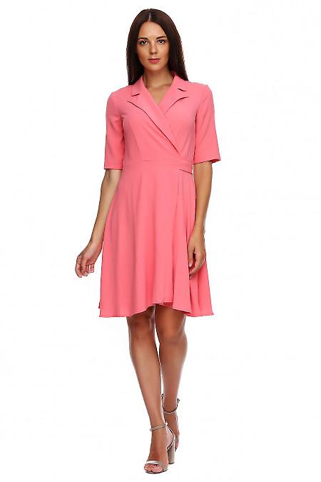 Платье розовое на запах. Деловая женская одежда фото