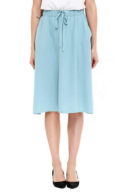 Юбка голубая летняя на резинке. Деловая женская одежда фото