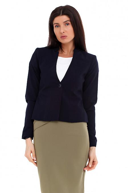 Жакет синий с карманом на груди. Деловая женская одежда фото