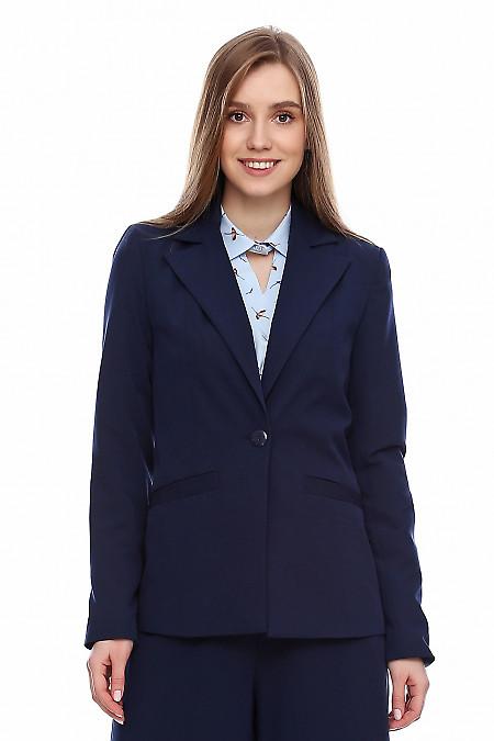 Жакет женский синий приталенный. Деловая женская одежда фото