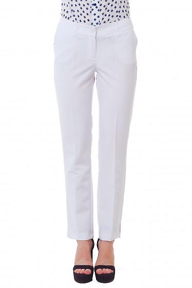 Брюки длиной 7/8, белые с разрезом Фото Деловая женская одежда