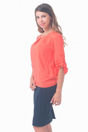 Купить блузку коралловую с защипами по горловине Деловая женская одежда
