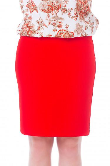 Красная юбка со строчками на поясе Деловая женская одежда