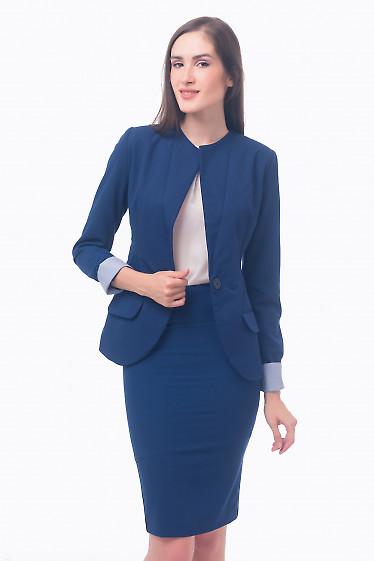 Фото Жакет синий удлиненный с полосатой манжетой Деловая женская одежда