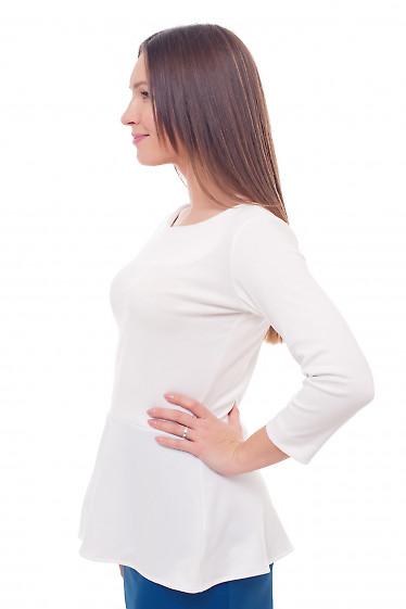 Купить блузку белую трикотажную с баской Деловая женская одежда фото
