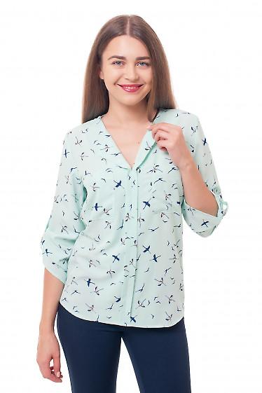 Блузка салатовая в синие птицы Деловая женская одежда фото