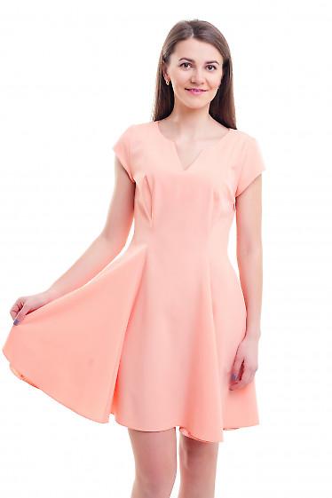 Платье персиковое с юбкой-шестиклинкой Деловая женская одежда фото