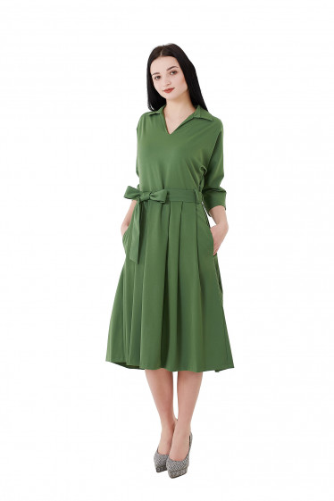 Купить платье зеленое с юбкой в складку. Деловая женская одежда фото