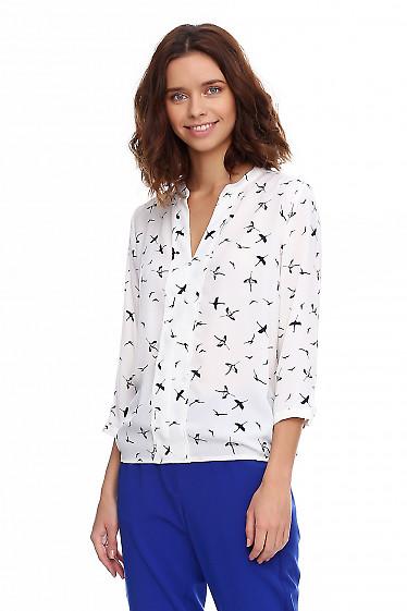Купить блузку белую в синие журавли. Деловая женская одежда фото