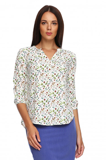 Блузка молочная в землянику. Деловая женская одежда фото