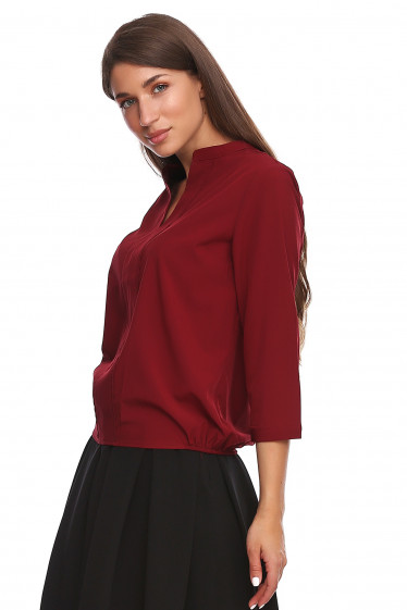 Купить бордовую блузку с резинками сбоку. Деловая женская одежда фото
