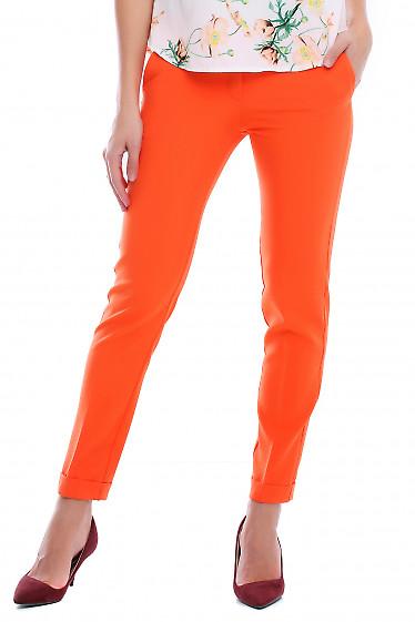 Брюки оранжевые с манжетой и карманами. Деловая женская одежда фото