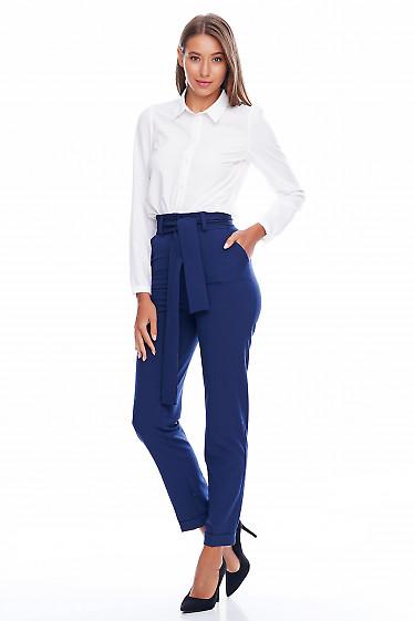 Брюки с высокой посадкой и поясом синие Деловая женская одежда фото