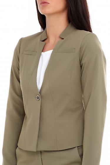 Купить жакет оливковый с карманом на груди. Деловая женская одежда фото