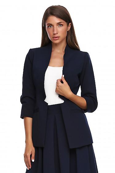 Жакет синий без застежки. Деловая женская одежда фото