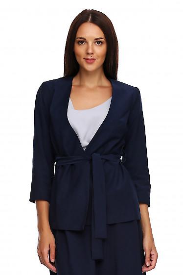 Жакет синий на запах с поясом. Деловая женская одежда фото