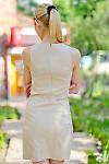 Платье бежевое с карманами вид сзади Деловая женская одежда